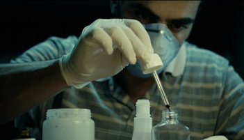 Mientras Duermas: Luis Tosar in una immagine inquietante del film di Balaguerò