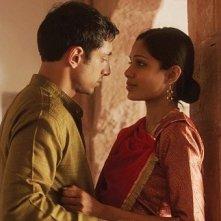 Trishna: Freida Pinto e Riz Ahmed in una scena del film