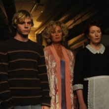 Evan Peters, Jessica Lange e Frances Conroy in una scena del secondo episodio di American Horror Story