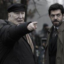 Giuliano Montaldo insieme a Pierfrancesco Favino sul set del film L'industriale