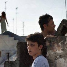 Il paese delle spose infelici: Aylin Prandi, Nicholas Orzella e Luca Schipani in una scena del film