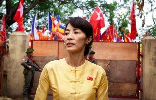 Michelle Yeoh con lo sguardo fiero in una scena del drammatico The Lady
