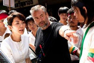 Michelle Yeoh e Luc Besson sul set di The lady