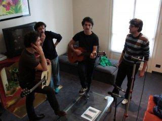 Turbanti, Cioni e Santamaria insieme al regista Roan Johnson sul set de I primi della lista