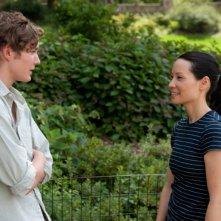 Un giorno questo dolore ti sarà utile: Toby Regbo e Lucy Liu in una scena del film