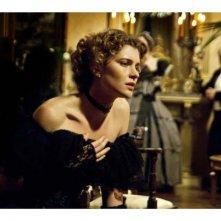 Vittoria Puccini in un'intensa scena del film tv Violetta