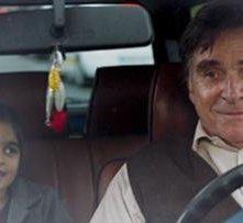 La piccola Mercan Türkoglu nel film Dreiviertelmond con Elmar Wepper
