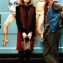 Benoît Poelvoorde e Isabelle Huppert in una bizzarra scena di Mon pire cauchemar