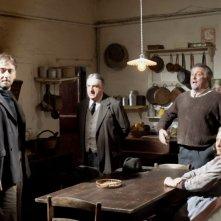 Cesare Cremonini, Luciano Casaredi, Andrea Roncato ed Erica Blanc in una scena del film Il cuore grande delle ragazze