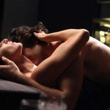Claudia Gerini e Lino Guanciale in una scena di passione tratta dal film Il mio domani