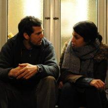 Guillame Canet in una scena del film Une vie meilleure insieme alla bella Leïla Bekhti