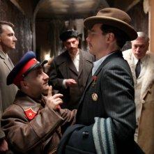 Hotel Lux: Alexander Senderovich e Michael Herbig in una scena del film tedesco diretto da Leander Haußmann