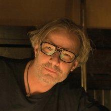 Il regista Leander Haußmann sul set del suo Hotel Lux