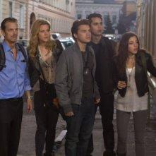 Joel Kinnaman, Rachel Taylor, Emile Hirsch, Max Minghella e Olivia Thirlby in una scena de L'ora nera 3D