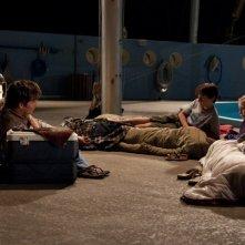 Harry Connick Jr. insieme ai piccoli Nathan Gamble e Cozi Zuehlsdorff in una scena notturna de L'incredibile storia di Winter il delfino