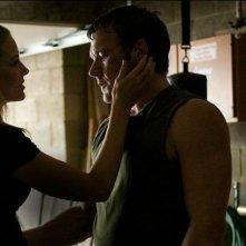 Jennifer Morrison insieme a Joel Edgerton in una scena del film Warrior