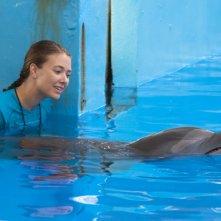 L'incredibile storia di Winter il delfino: Austin Highsmith insieme al delfino Winter in acqua