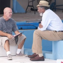 Morgan Freeman sul set de L'incredibile storia di Winter il delfino insieme al regista Charles Martin Smith