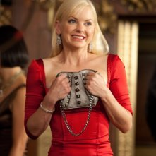 S(ex) List: un'elegantissima Anna Faris in rosso in una scena del film