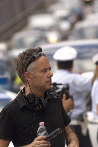 Il regista Michael Winterbottom in una foto sul set di Trishna