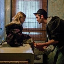 Little Glory: Isabella Blake-Thomas e Cameron Bright in una scena del film