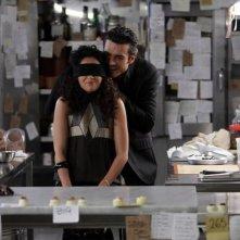 Luca Argentero e Nabiha Akkari giocano in cucina in una scena di Lezioni di cioccolato 2