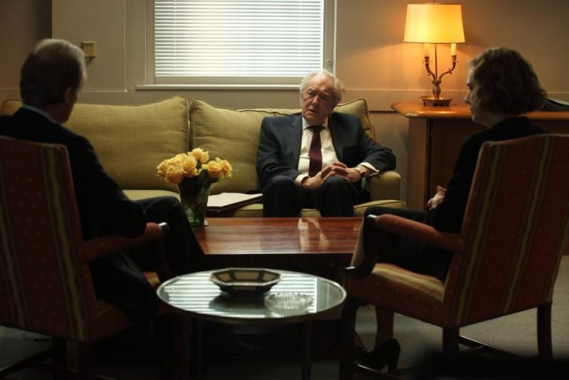 Michael Gambon in una scena dello spy thriller Page Eight