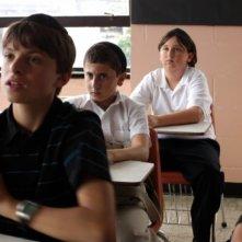 Muatasem Mishal tra i banchi di scuola in una scena del film David