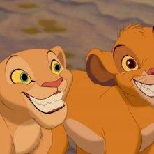 Nala e Simba sorridono a denti stretti in una scena del film Il re leone 3D
