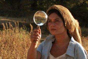 Sagràscia: Francesca Niedda in una del scena del film di Bonifacio Angius