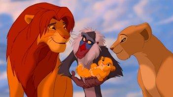 Simba, Rafiki, la piccola Kiara e Nala in una scena del film Il re leone 3D