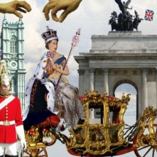 The british guide to showing off, l'incoronazione della regina in una scena del documentario
