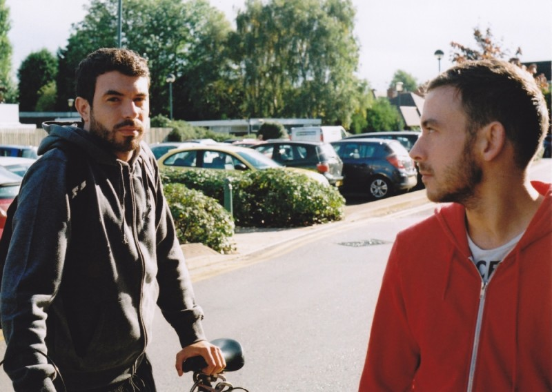 Tom Cullen insieme a Chris New in una scena del dramma sentimentale Weekend