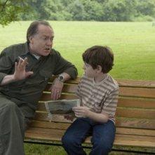 Frank Moore insieme al piccolo Jason Spevack in una scena del film