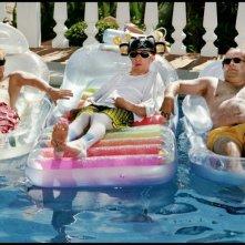 Gilles De Schrijver, Robrecht Vanden Thoren e Tom Audenaert in una divertente scena del film Hasta la vista!