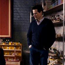 Il piccolo Maurice Cole insieme a Ioan Gruffudd in una scena del film Foster