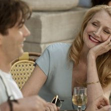 Jim Sturgess insieme a Patricia Clarkson in una scena di One Day