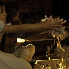 La giovane Eva Mayu Mecham Benavides in una scena del film En el nombre de la hija