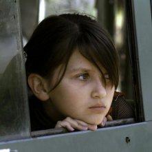 La piccola Eva Mayu Mecham Benavides, protagonista del dramma En el nombre de la hija