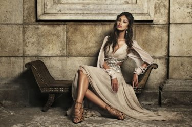 A beautiful Madalina Ghenea poses on the set of I soliti idioti