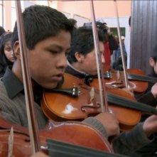 Dudamel: Let the Children Play, una scena tratta dal documentario sul famoso direttore d'orchestra venezuelano