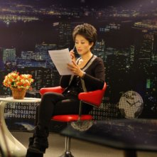 Dead men talking, la giornalista cinese Ding Yu nello studio televisivo della sua trasmissione