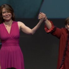 Franca Valeri insieme a Sabina Guzzanti in un'immagine del documentario Franca, la prima