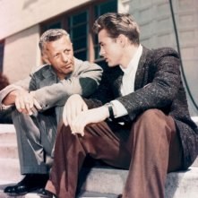 Hollywood Bruciata - Ritratto di Nicholas Ray: Nicholas Ray e James Dean sul set di Gioventù bruciata, 1955