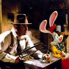 Bob Hoskins e Roger Rabbit in una scena del film Chi ha incastrato Roger Rabbit?