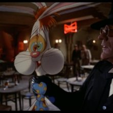 Chi ha incastrato Roger Rabbit?: Christopher Lloyd con Roger Rabbit in una scena