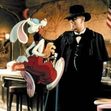Christopher Lloyd e Roger Rabbit in una scena del film Chi ha incastrato Roger Rabbit?