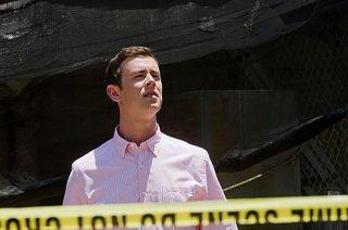 Colin Hanks torna sulla scena del crimine nell'episodio A horse of a different color