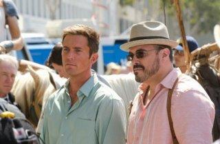 Desmond Harrington insieme a David Zayas in un'immagine dell'episodio A horse of a different color