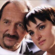 Arisa e Andrea Mingardi innamorati in una scena de La peggior settimana della mia vita